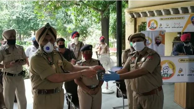 Akshay 500 watch gift police