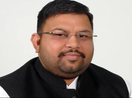 Sukhbir Badal expels Amit Ratan