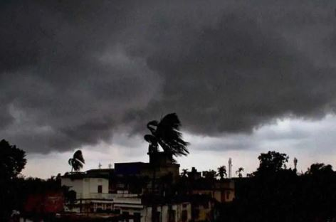 IMD issues heavy rain warning