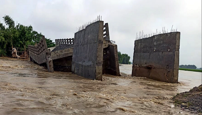 under construction new bridge collapse