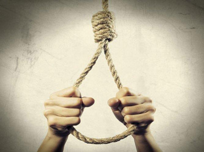 nri man suicide in delhi hotel