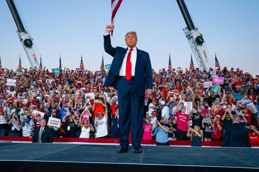Donald Trump tells fans