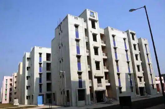 Kejriwal govt to build flats