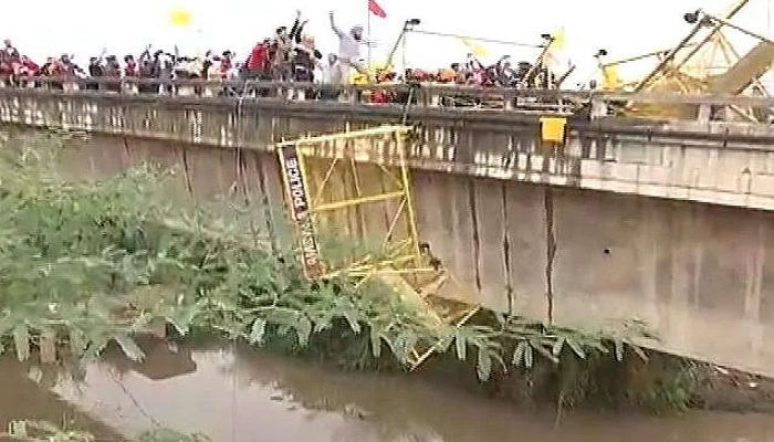 Farmers uprooted barricade
