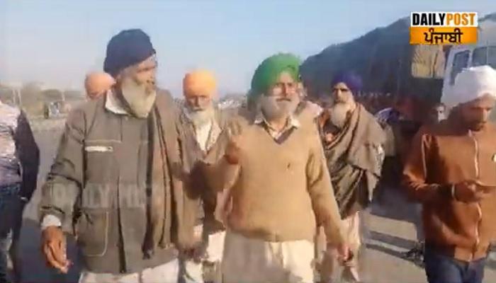 Farmers arrive at Delhi border