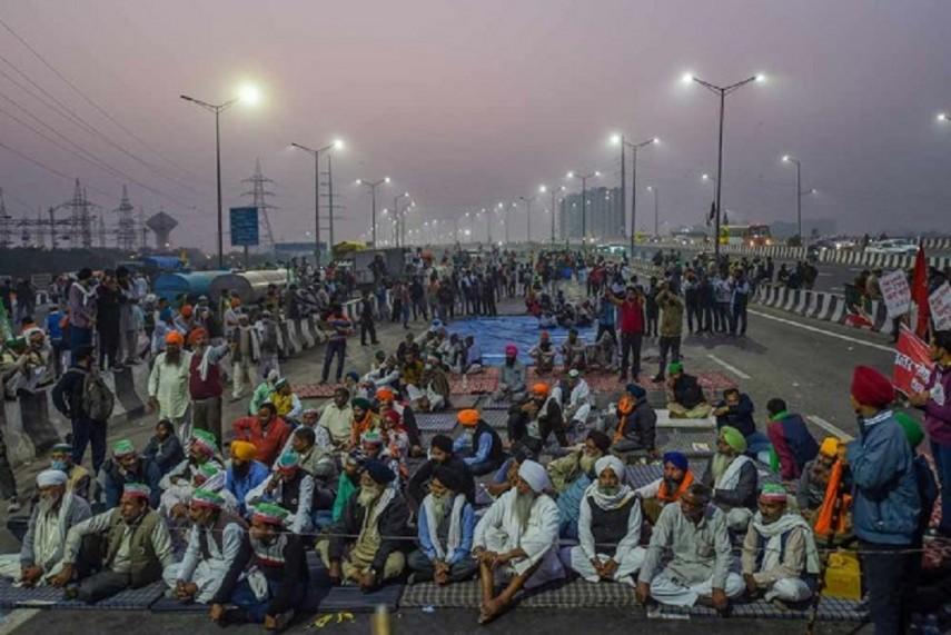Arvind Kejriwal Visits Singhu Border