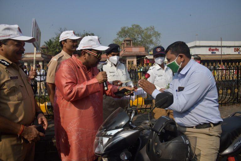 Shankar Mahadevan became the traffic constable
