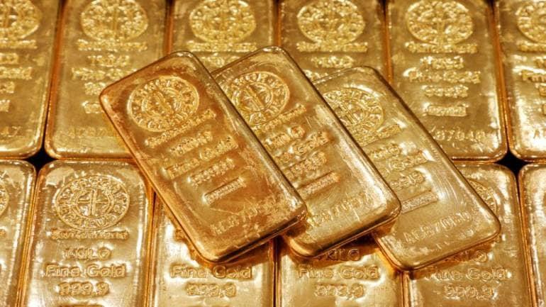 gold price edges lower