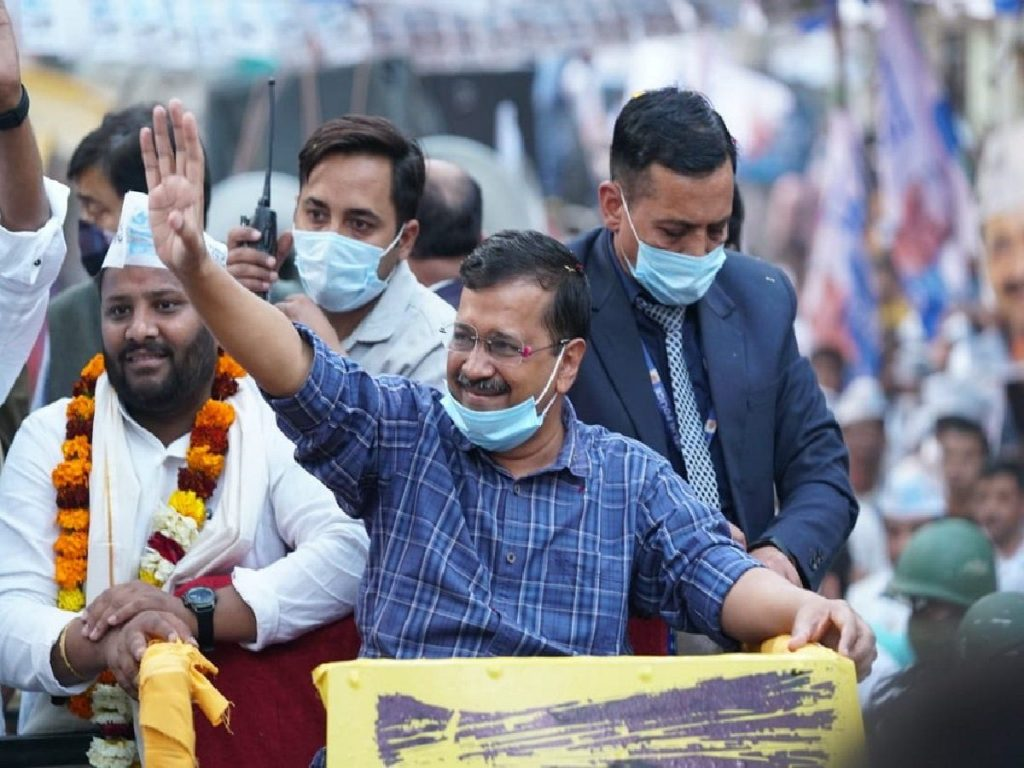 Kejriwal hold road show in surat