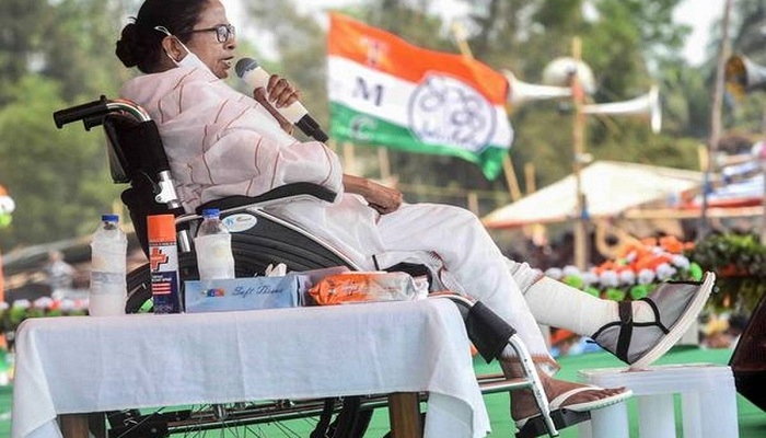 defence minister attack on mamata banerjee