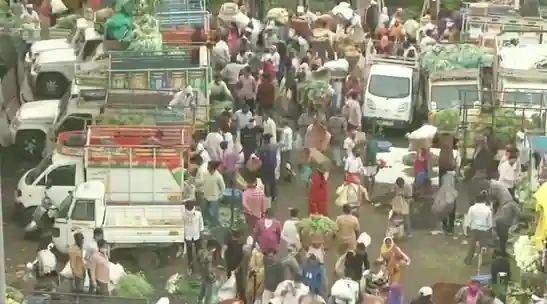 Lockdown nagpur market social distancing