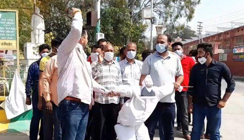 BJP protests against Congress govt