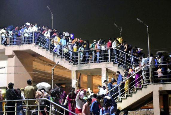 Migrant workers leave Delhi