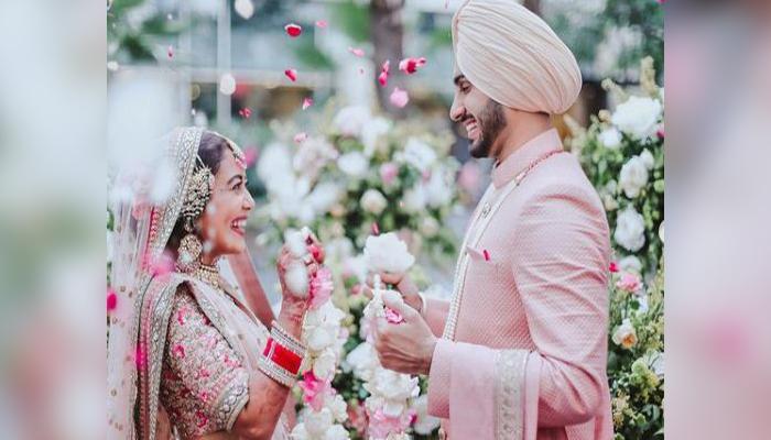 romantic pictures of Neha and rohanpreet