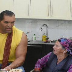 Wrestler the great khali mother