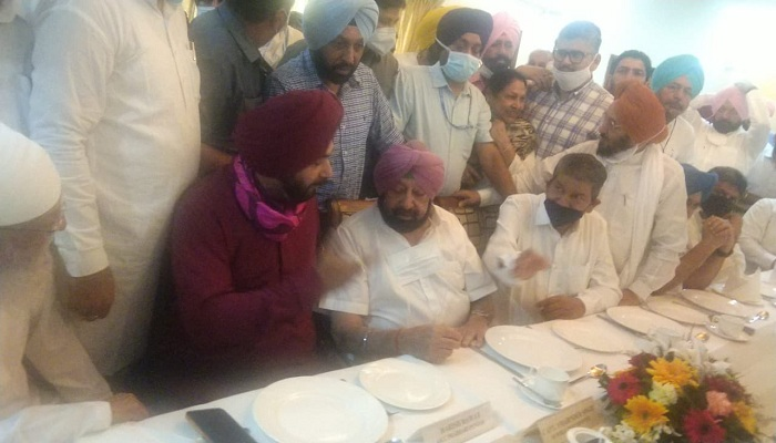 distance between Sidhu and Captain over