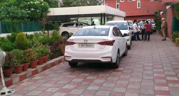 Navjot Sidhu arrived at the residence