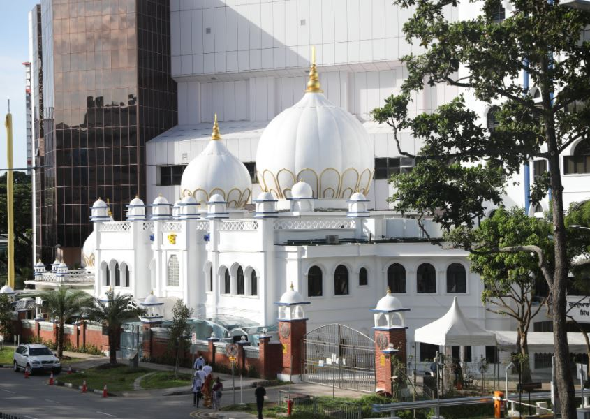 Singapore PM lauds Sikh community