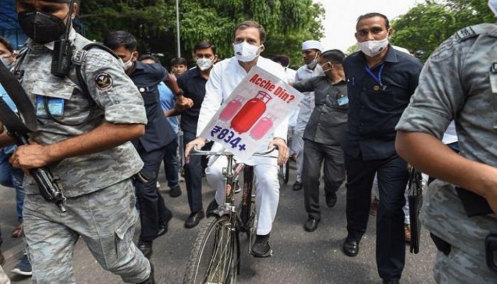 rahul gandhi cycle march parliament