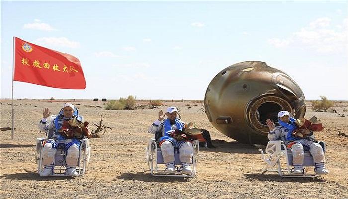 three astronaut from china