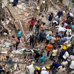 delhi-a-three-storey-building-collapsed