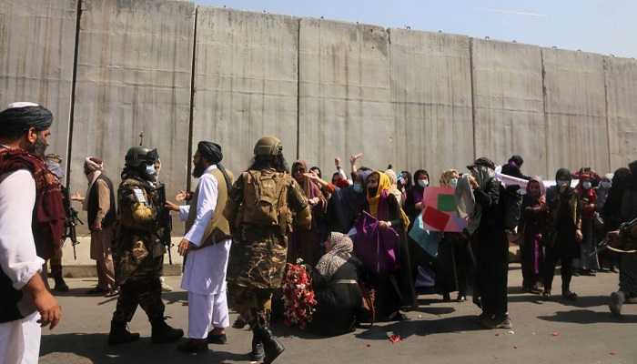 taliban beats women protesters and journalists