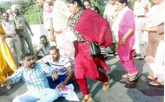 Unemployed teachers protesting