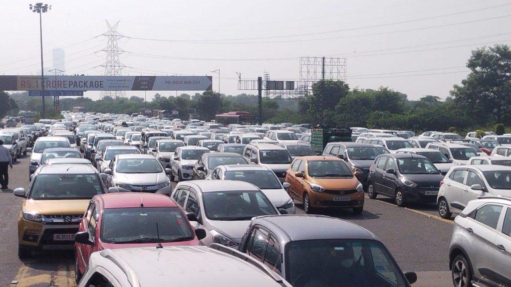 Huge traffic jam on Gurugram-Delhi border